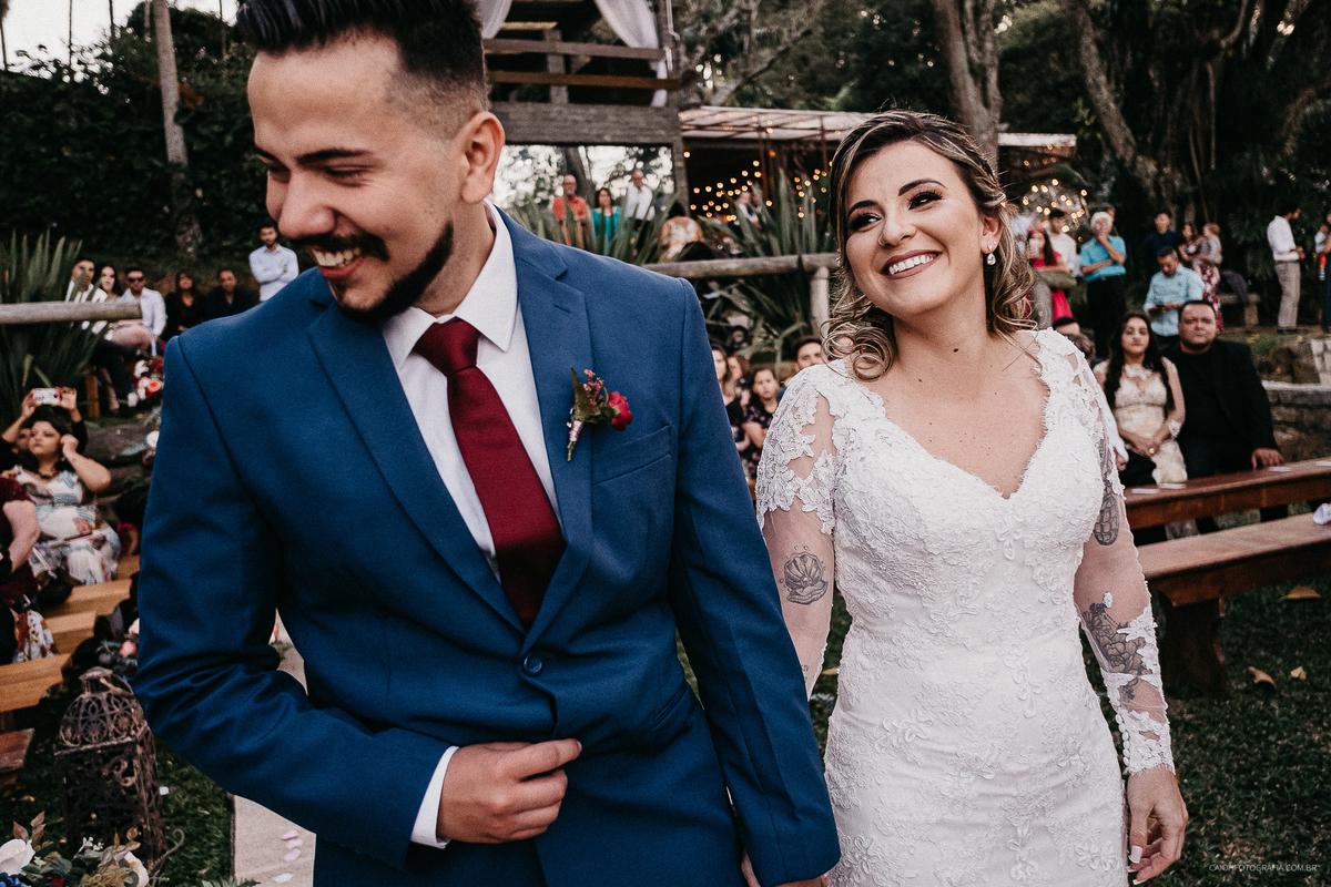 fotos de casamento rustico ao ar livre casar no campo noivos tatuado ideias para casar