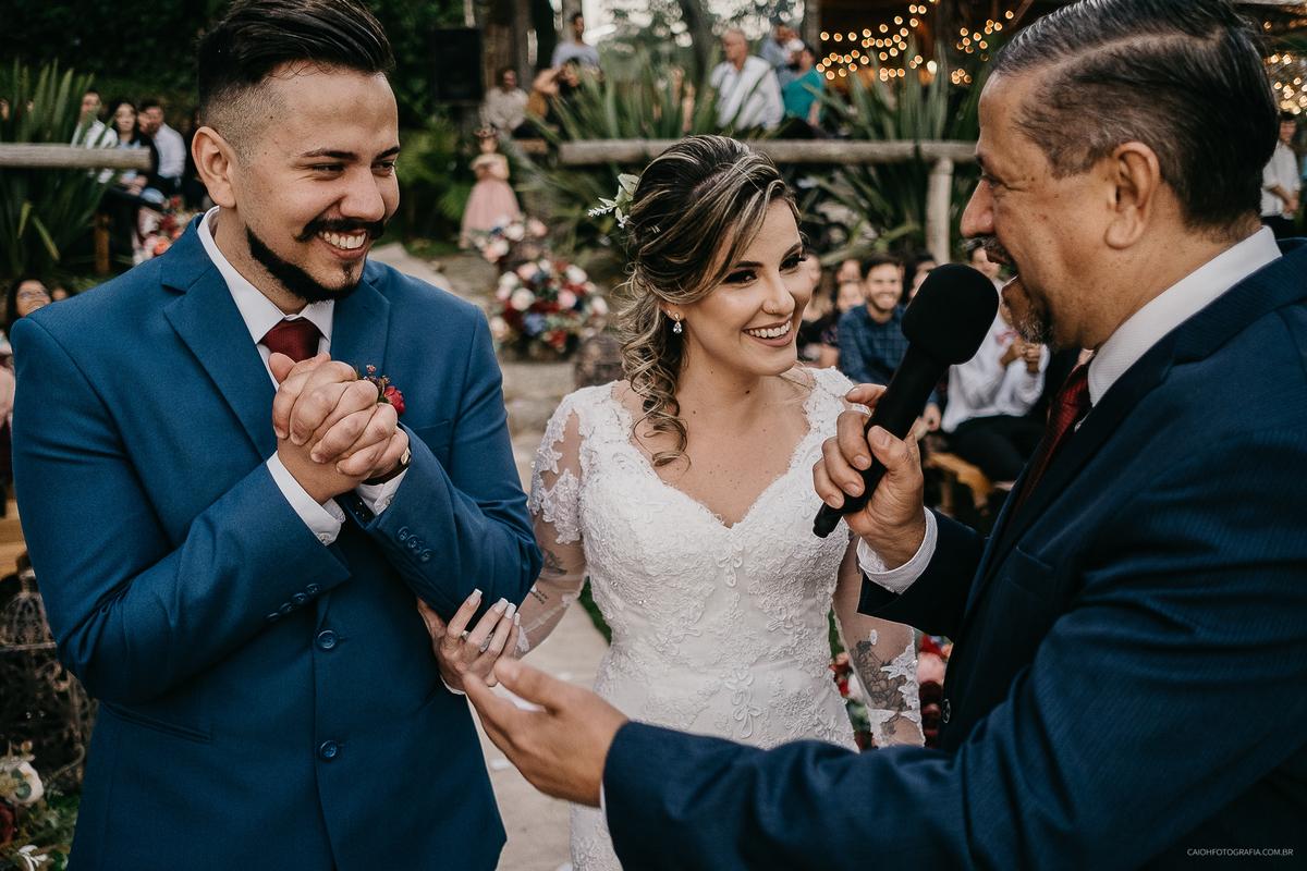 noivos sorrindo ideias de fotos para casar fotografia documental de casamentos
