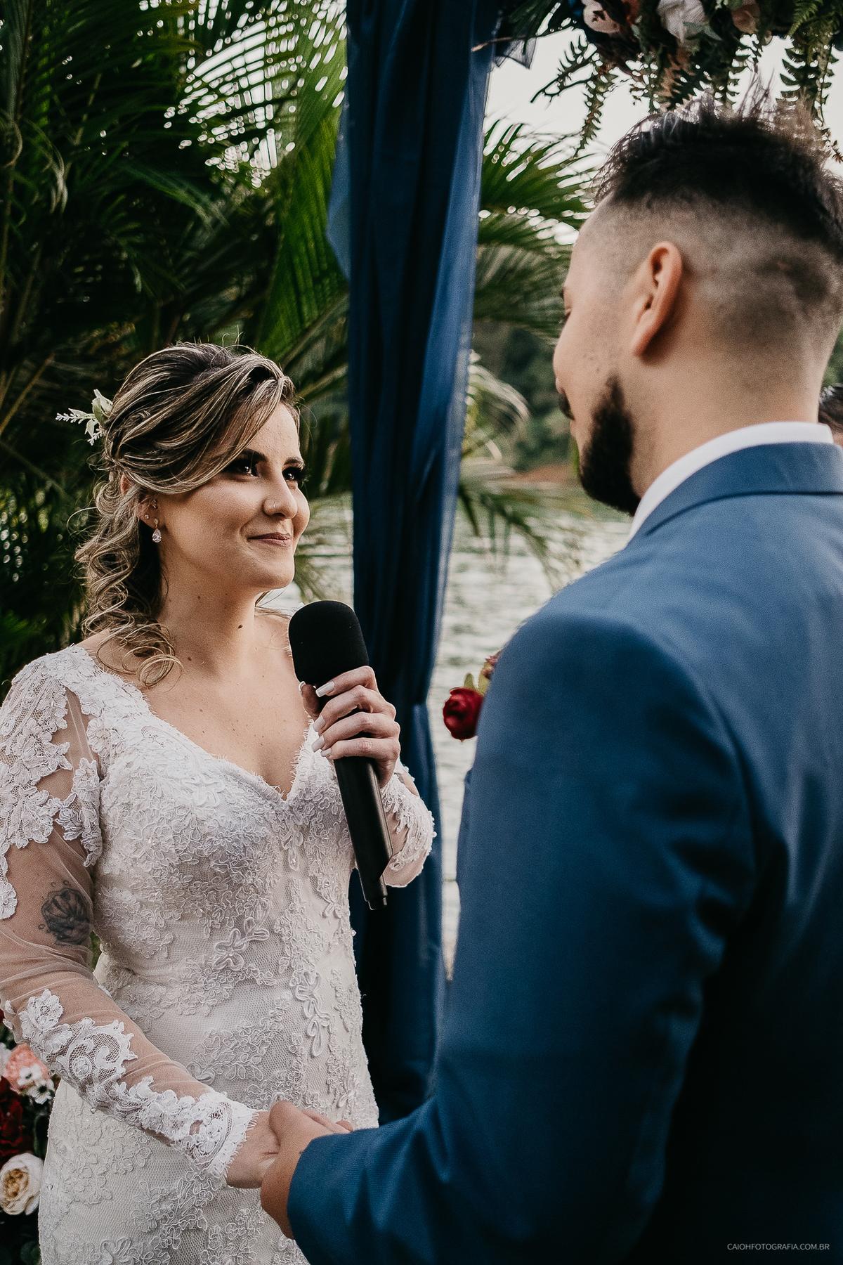 os votos do casal cerimonia com fotos casar no campo vestido de noiva decoracao de casamento votos da noiva