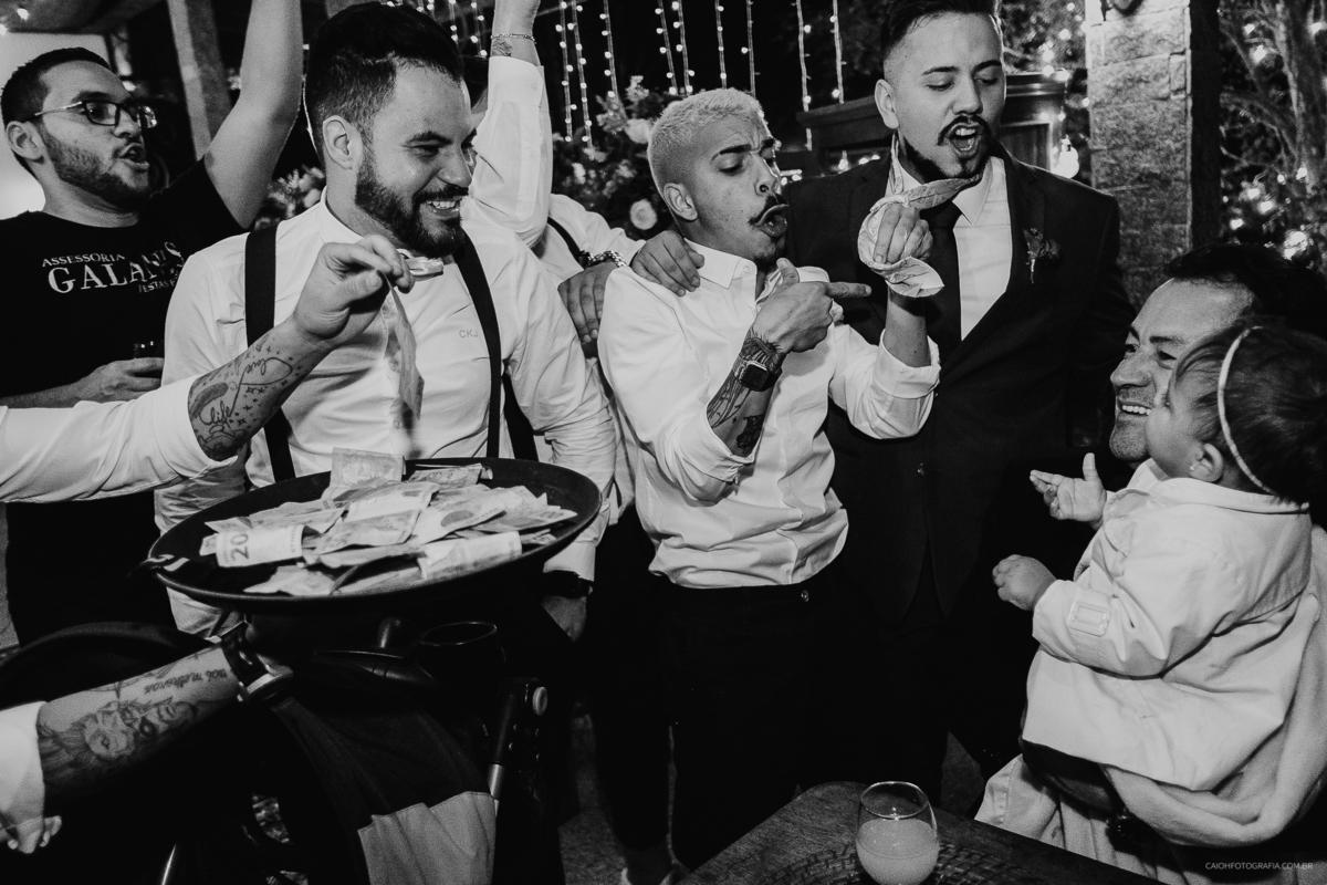 festa hora do sapatinho madirnhas da noiva balada de casamento gravata do noivo padrinhos