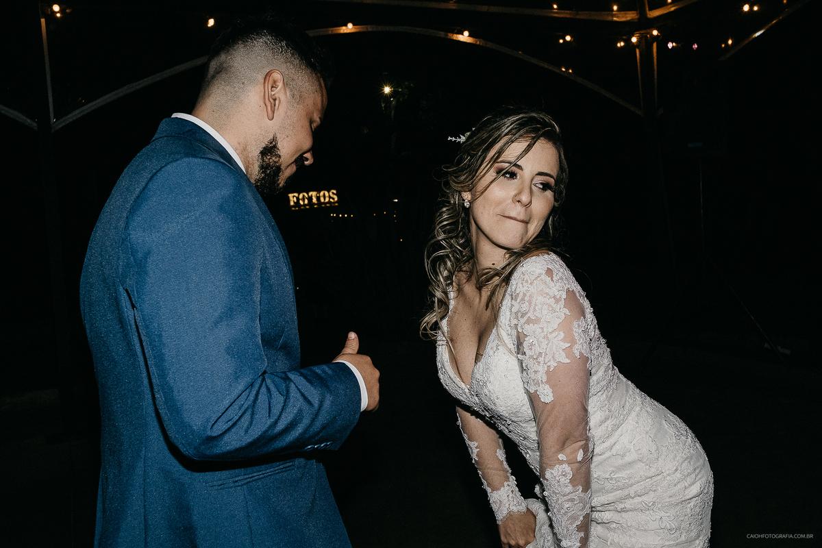 noivos na pista de dança fotografia de balada festa de casamento noivos dancando