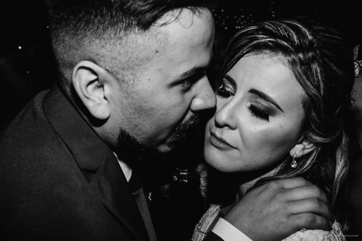 noivos na balada casamento de noite festa de casamento  fotografia documental