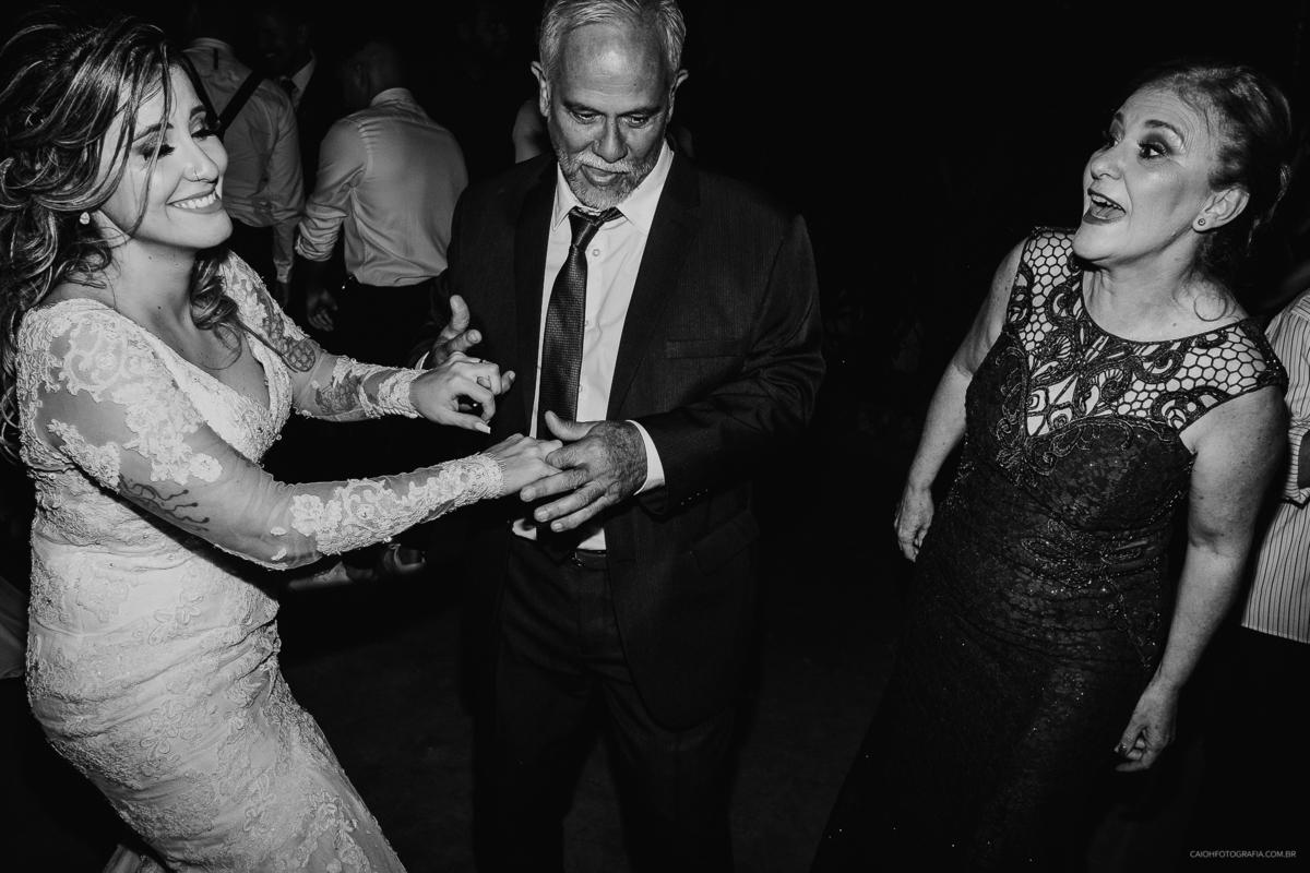 noivos na balada casamento de noite festa de casamento  fotografia documental fotografos de casamento em sao paulo sao bernado do campo