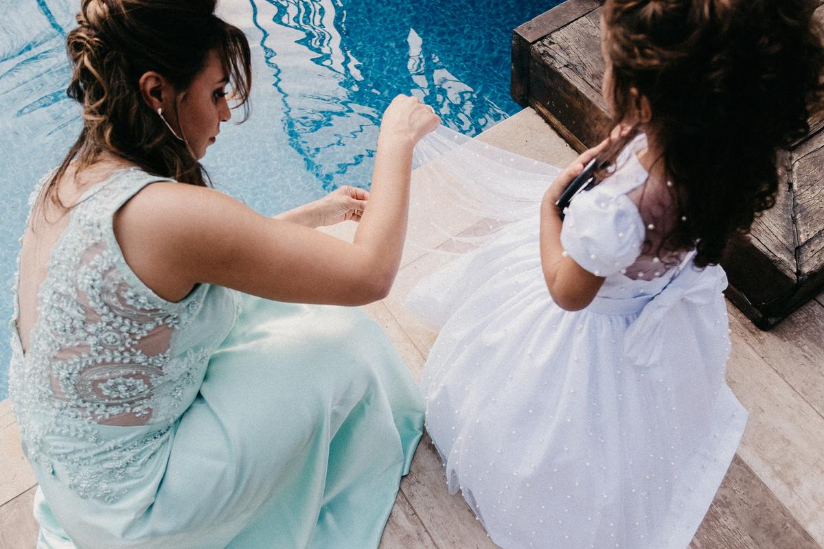 casamentos de dia casar no campo cerimonia ao ar livre fotografia de casamento daminha de honra