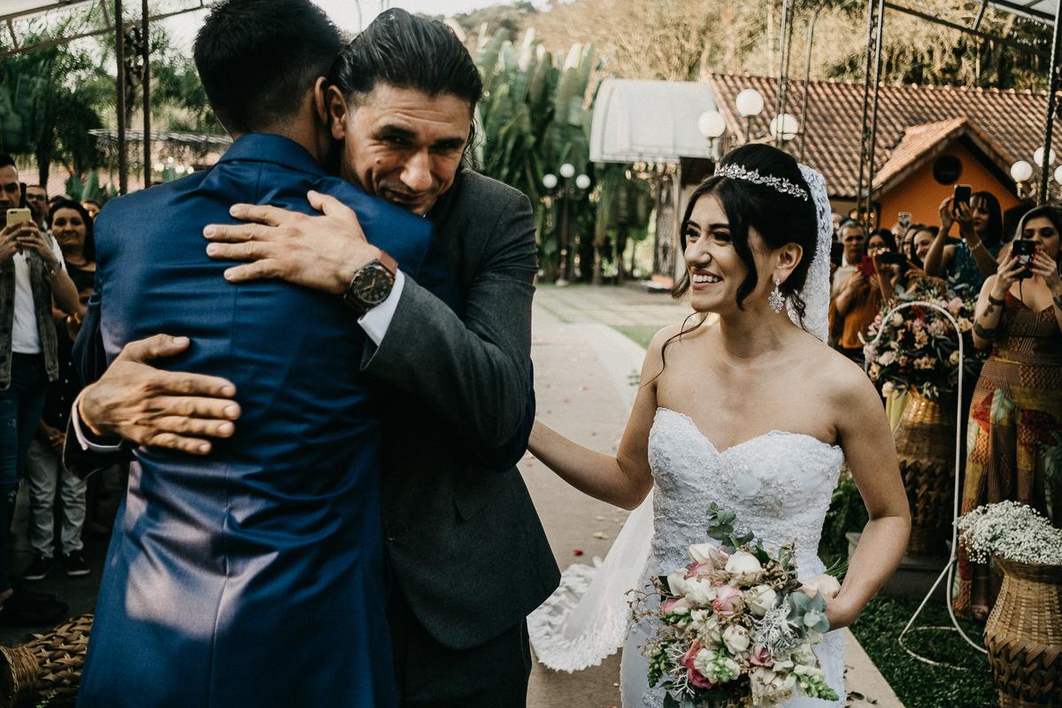 reação do noivo fotografia de casamento fotografia documental casamentos cristao inspiracao de casamento noiva sorrindo com o noivo