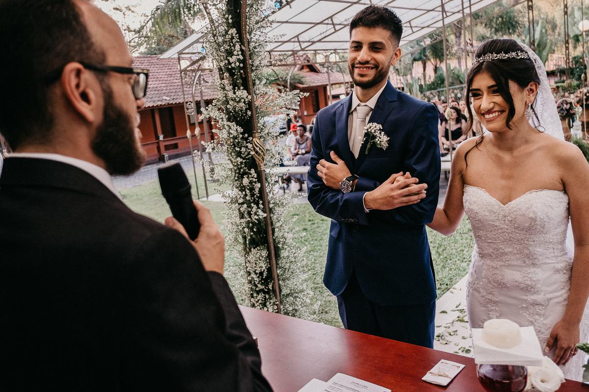 cerimonia ao ar livre casamento cristao fotografia de casamento noivos sorrindo fotografos de sao paulo