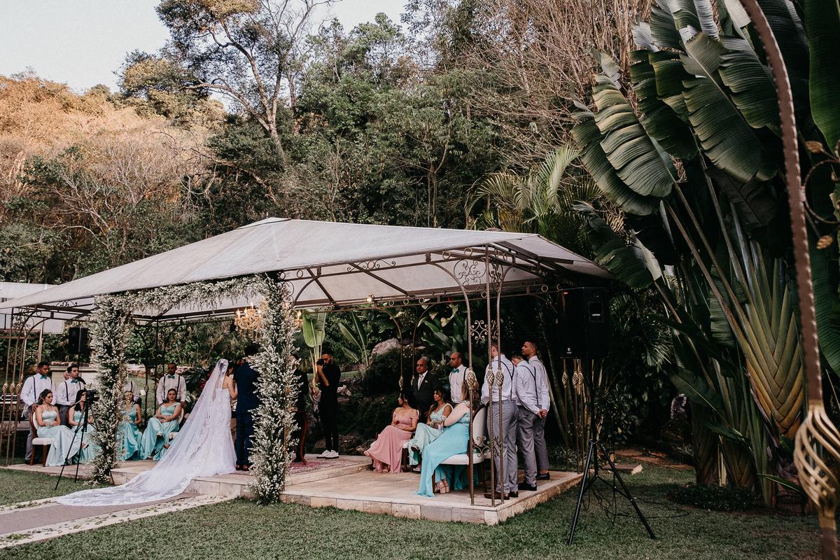 cerimonia ao ar livre casamento cristao fotografia de casamento noivos sorrindo fotografos de sao paulo mairipora fotos por caio henrique