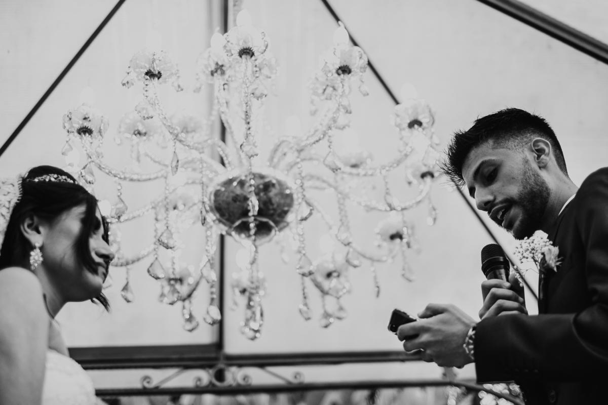 cerimonia ao ar livre casamento cristao fotografia de casamento noivos sorrindo fotografos de sao paulo mairipora fotos por caio henrique votos do casal votos do noivo