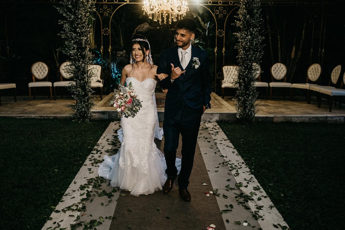 hora das aliancas casamento de dia fotografos de sao paulo mairipora fotografia artesanal oracao com os pais beijo do casal  saida dos noivos