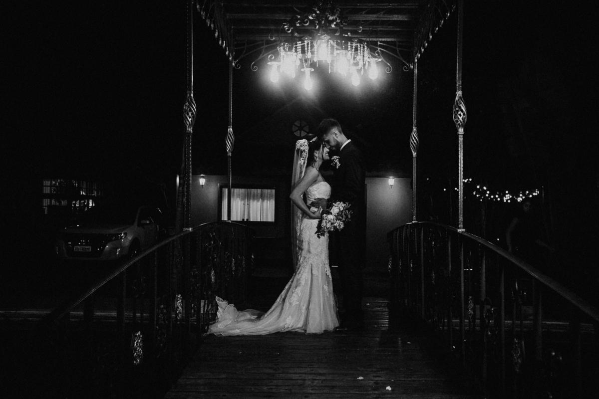 hora das aliancas casamento de dia fotografos de sao paulo mairipora fotografia artesanal oracao com os pais beijo do casal  trash the dress