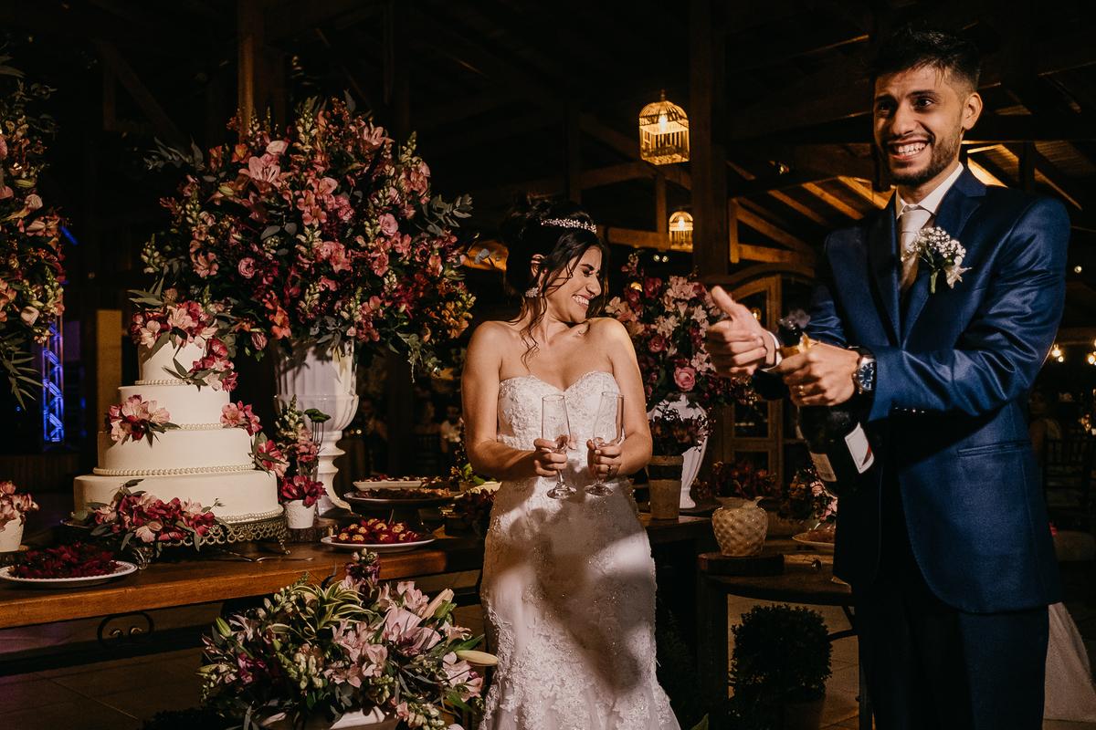 brinde do casal festa de casamento hora do sapatinho fotografia de casamento