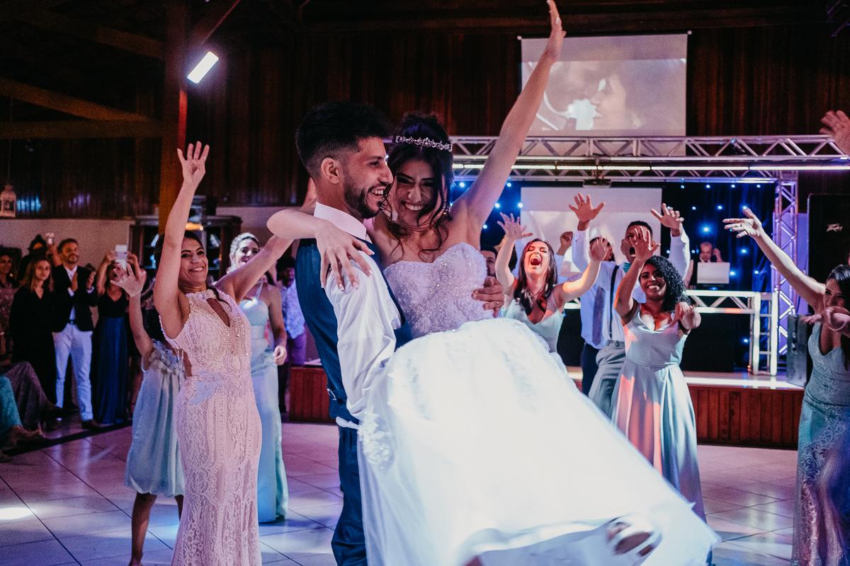brinde do casal festa de casamento hora do sapatinho fotografia de casamento valsa dos noivos danca do casal ideias de danca