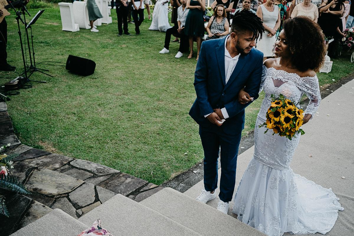 casamento de dia cerimonia no campo noivos afro fotografia de casamento ideias para casar fotografos de casamento em sao paulo