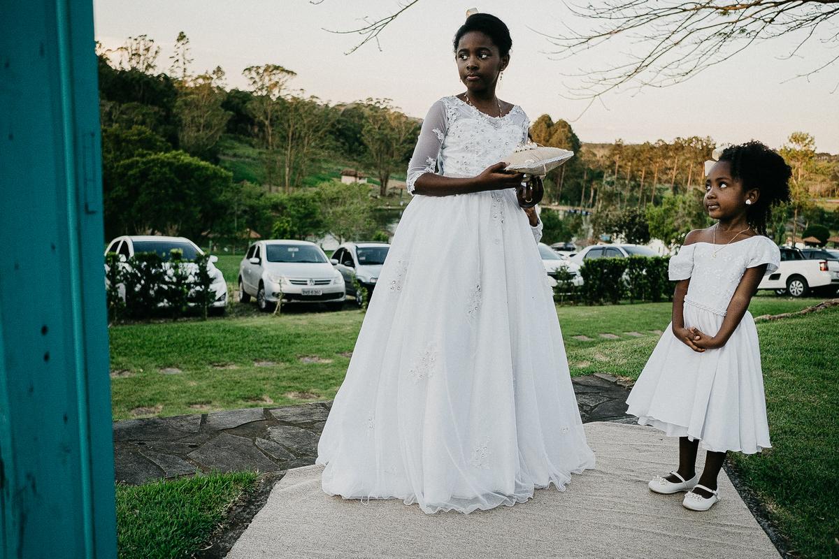 casamento de dia cerimonia no campo noivos afro fotografia de casamento ideias para casar fotografos de casamento em sao paulo daminhas de honra