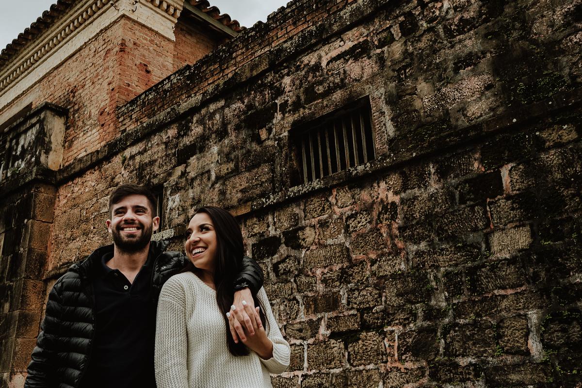 casal sorrindo ensaio casal fotografia de casamento pre wedding no campo fotografos sorocaba