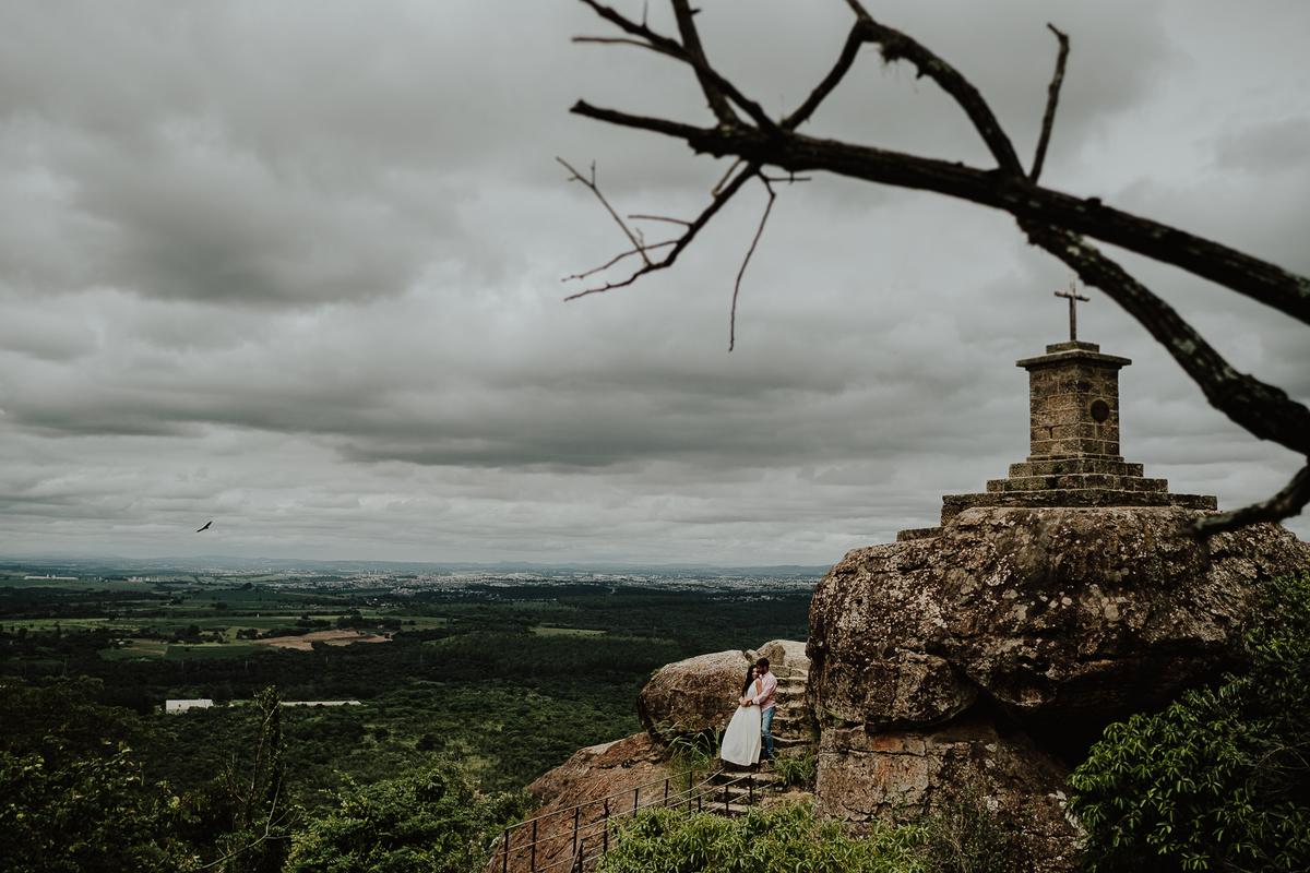 ensaio no campo fotografia de casamento ensaio vitoria e lucas por caio henrique fazenda ipanema mirante ensaios no campo