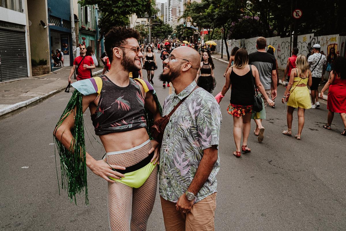 ensaio casal fotografia de casamento caio henrique fotografo de casamentos em sao paulo casal homo afetivo carnaval rua augusta
