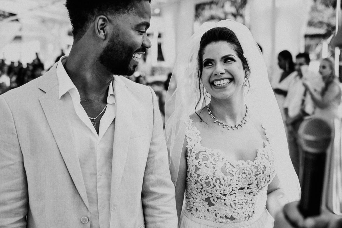 noivos sorrindo casamento no campo fotografia de casamento rancho ribeiros fotos por caio henrique