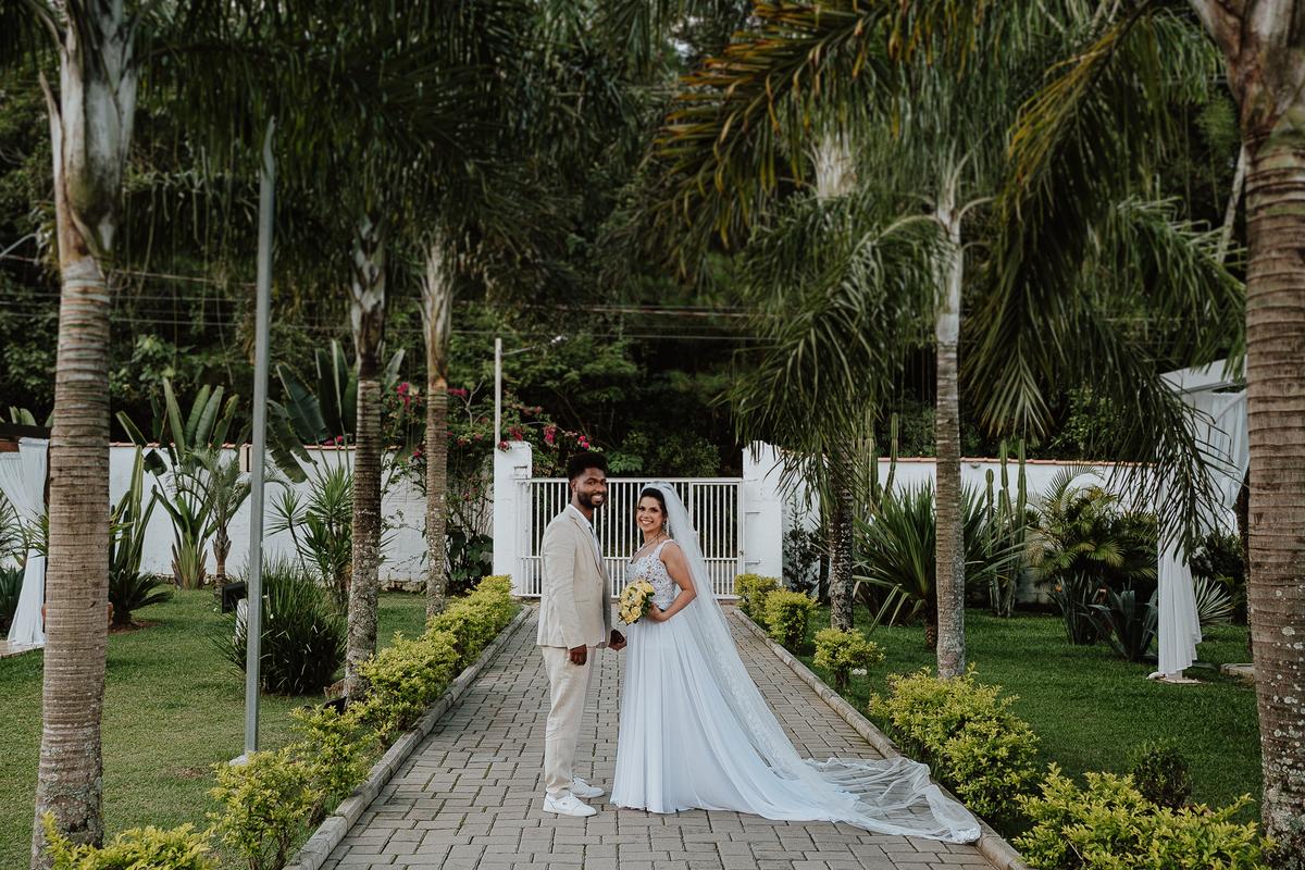 saida do casal cerimonia no campo fotografia de casamento por caio henrique rancho ribeiros ensaio pos cerimonia