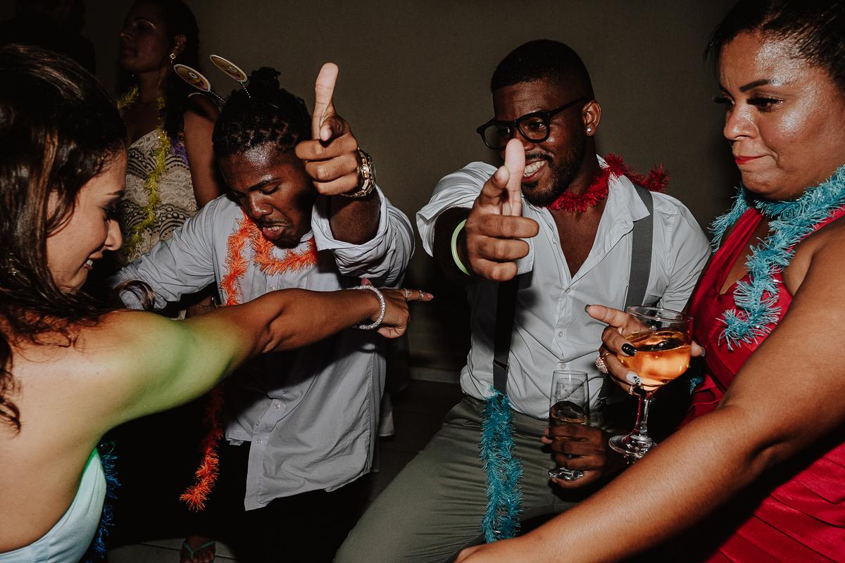 balada de casamento festas de noite fotos espontaneas por caio henrique espaco rancho ribeiros padrinhos dos noivos