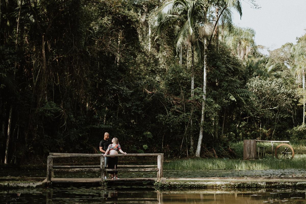 ensaio no parque fotos de casal ensaio de gravidos mae de menino fotos por caio henrique fotografos de casamento e familia fotos de casal sorrindo