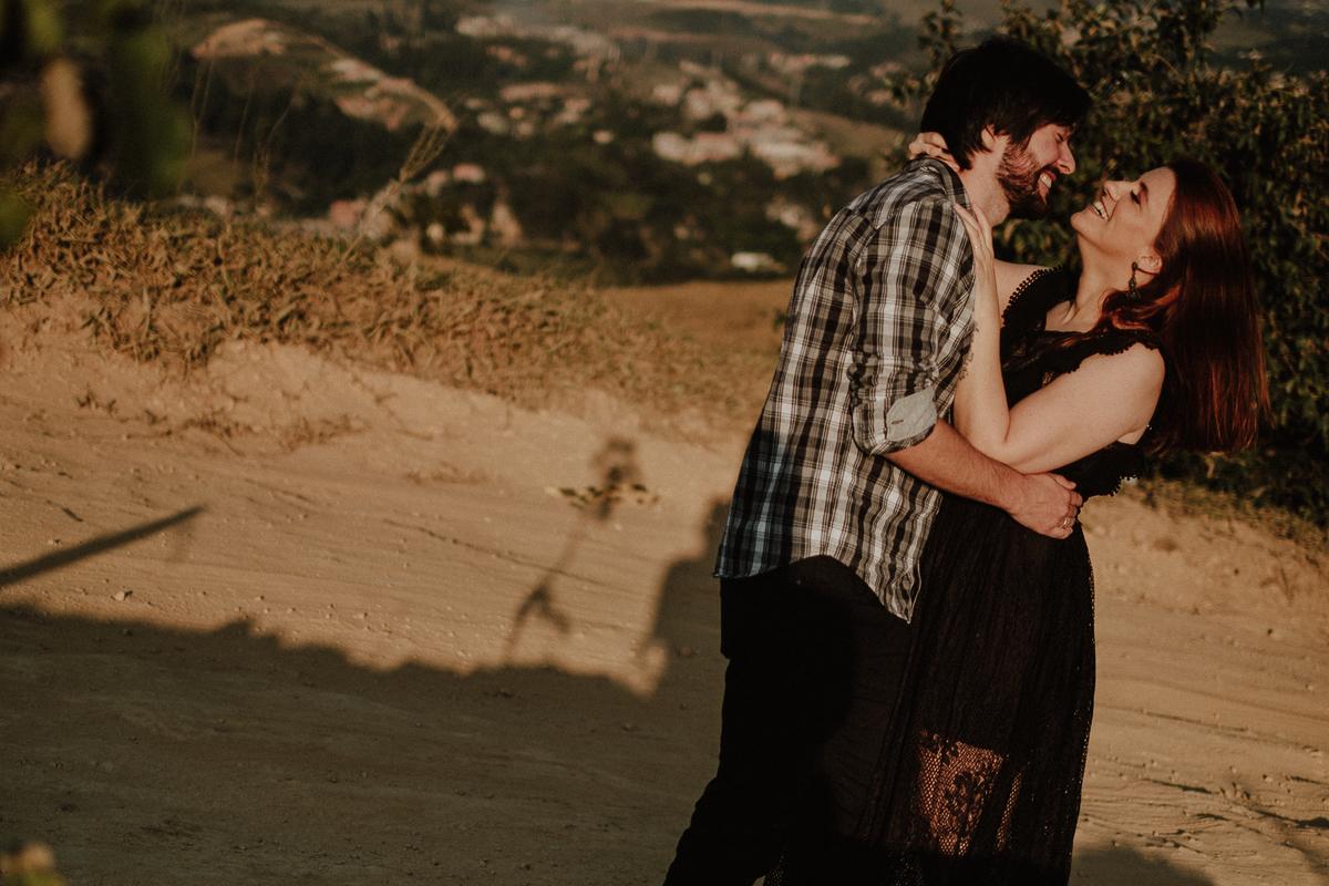 fotografias naturais fotografos de casamentos de dia fotos por caio henrique ensaio pre wedding ensaio pre casamento no campo fotografia preto e branco fotos artisticas casal de fotografos