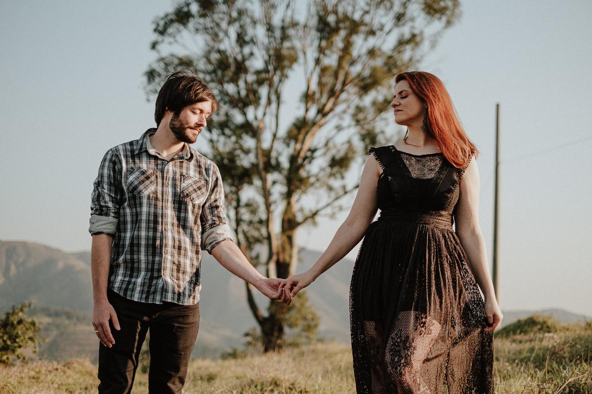 casal de fotografos noivos autenticos ideias de ensaio pre casamento pre wedding no campo fotos por caio henrique fotografo de casamentos de dia zona leste