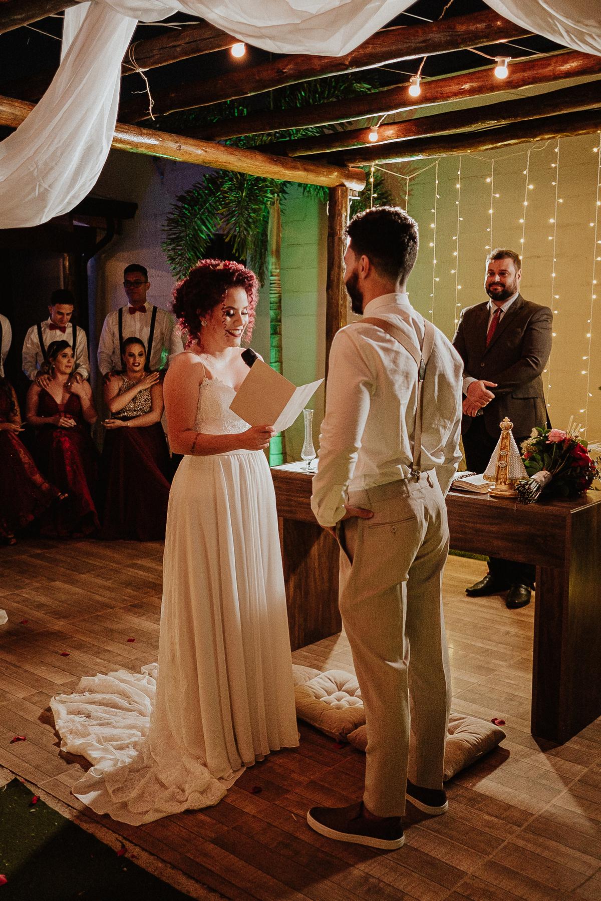 troca de aliancas cerimonias fim de tarde fotografia documental varal de luzes ideias para casar votos do casal rancho verde eventos