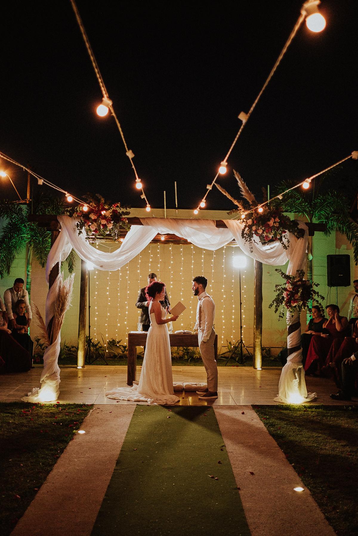 troca de aliancas cerimonias fim de tarde fotografia documental varal de luzes ideias para casar votos do casal rancho verde eventos fotos por caio henrique