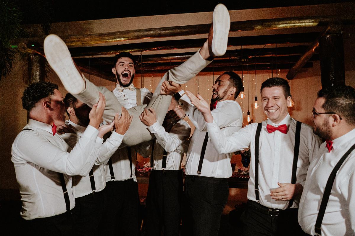 casamentos em campinas trash the dress vestido de noiva fotos espontaneas ensaio pos cerimonia por caio henrique noivo com os padrinhos
