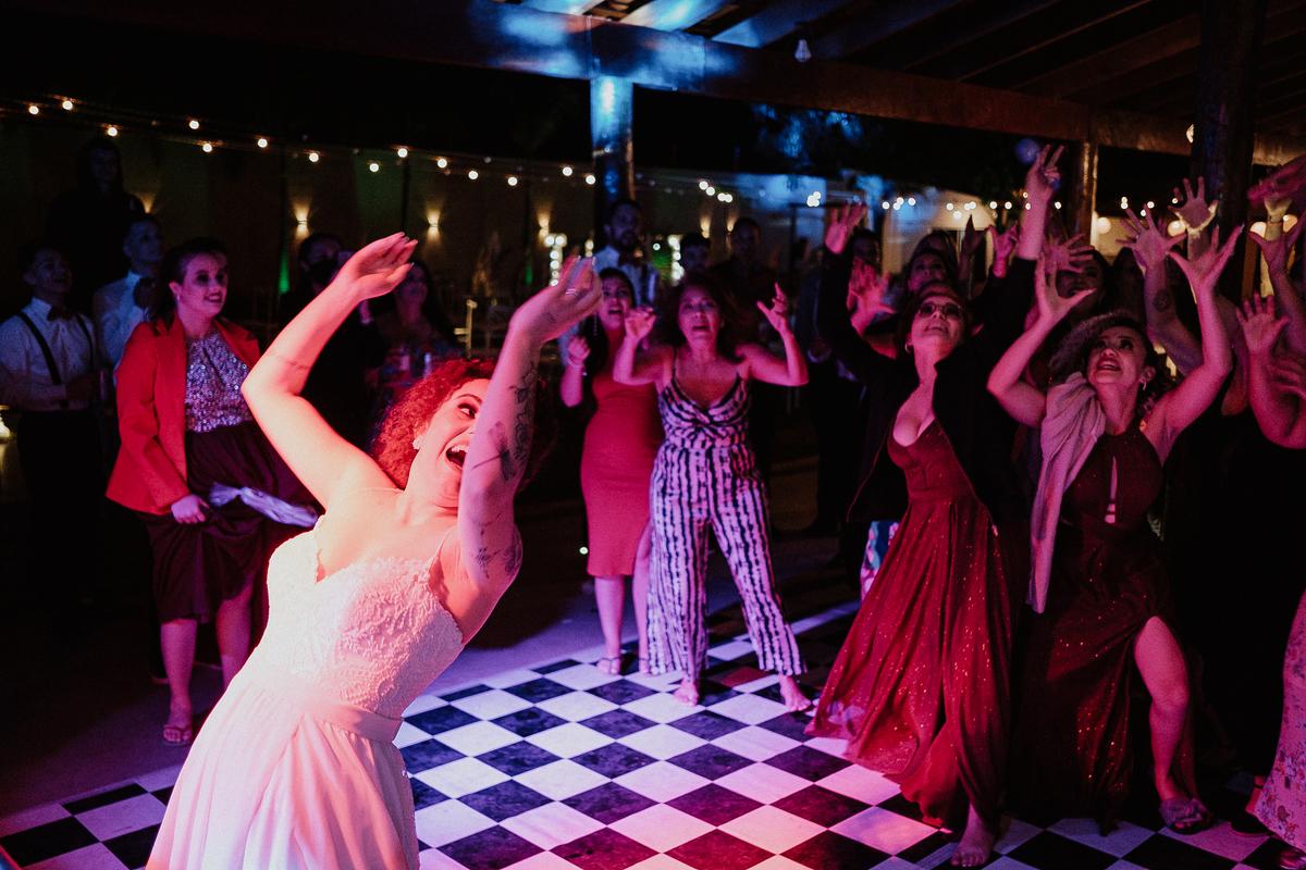 padrinhos de casamento fotografia documental fotos espontaneas balada de casamento rancho verde eventos campinas fotos por caio henrique fotografos de casamento em campinas noivos na balada buque de noiva