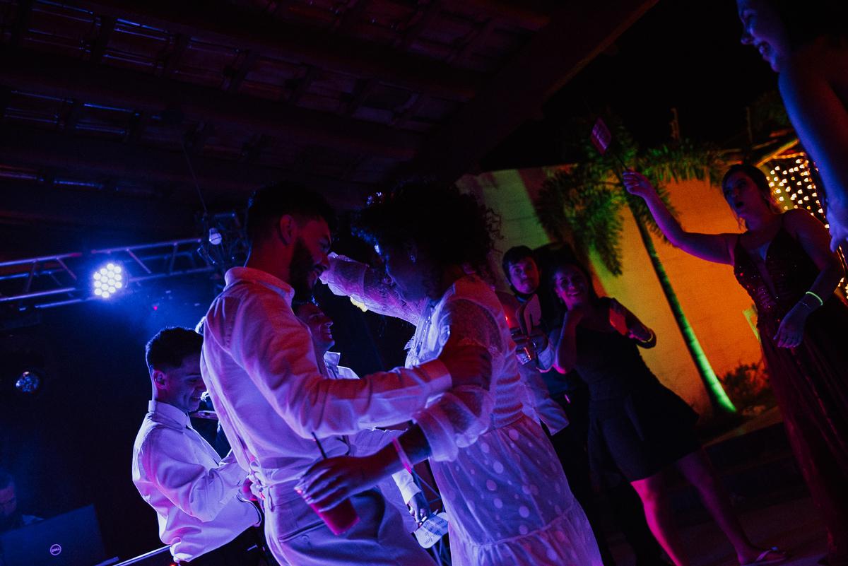 padrinhos de casamento fotografia documental fotos espontaneas balada de casamento rancho verde eventos campinas fotos por caio henrique fotografos de casamento em campinas noivos na balada