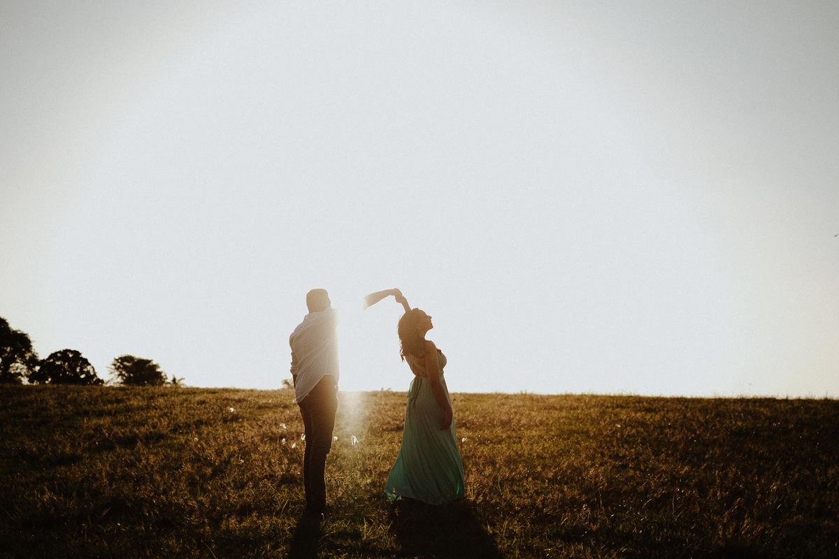 ensaio no campo pre wedding em holambra fotos de pre casamento de dia fotos por caio henrique ensaio fim de tarde por do sol