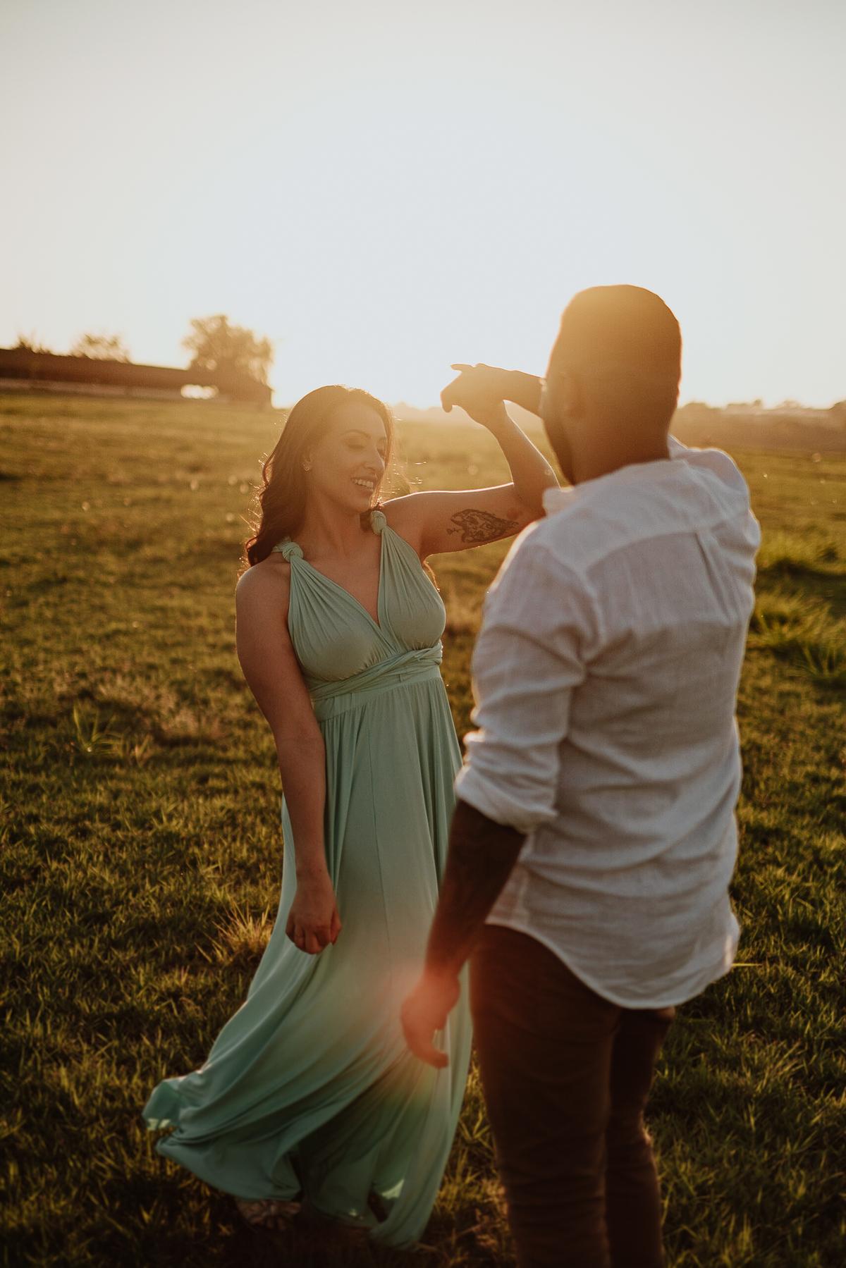 ensaio pre wedding em holambra no por do sol casamentos de dia mini wedding fotos por caio henrique fotografo de casamento ideias de ensaios de casal por do sol