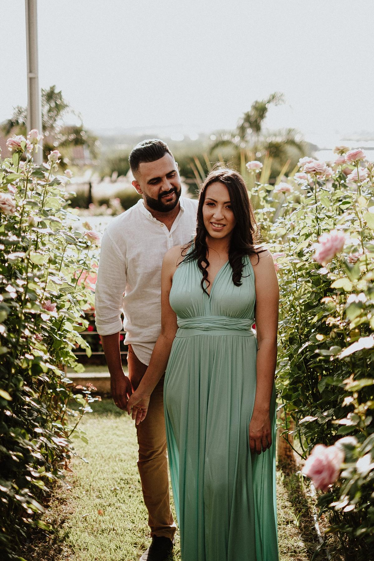 ensaios no campo pre wedding fotografos de casamento holambra  fotos por caio henrique  ensaio casal sorrindo  casamentos no campo