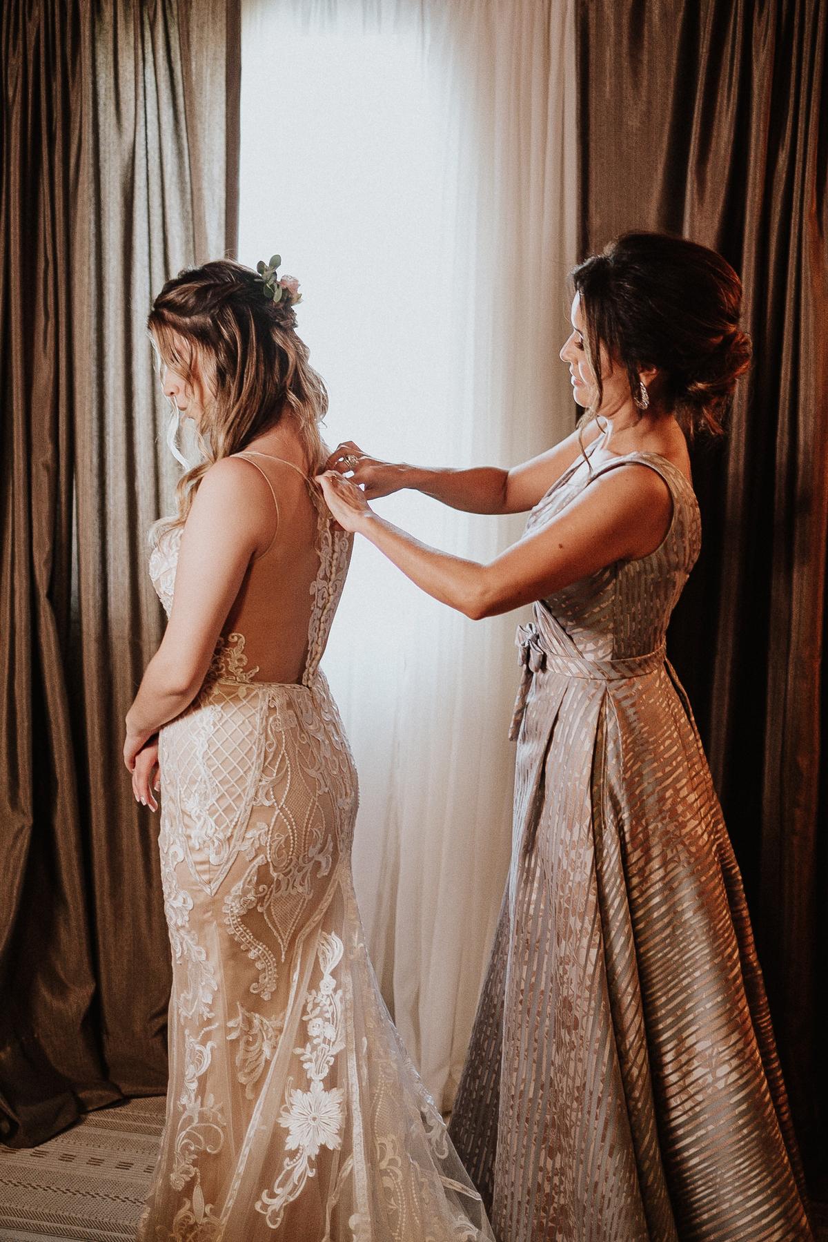 elopement casamentos no campo casar de dia fotografos de casamento vestidos de noiva making of da noiva com a mae