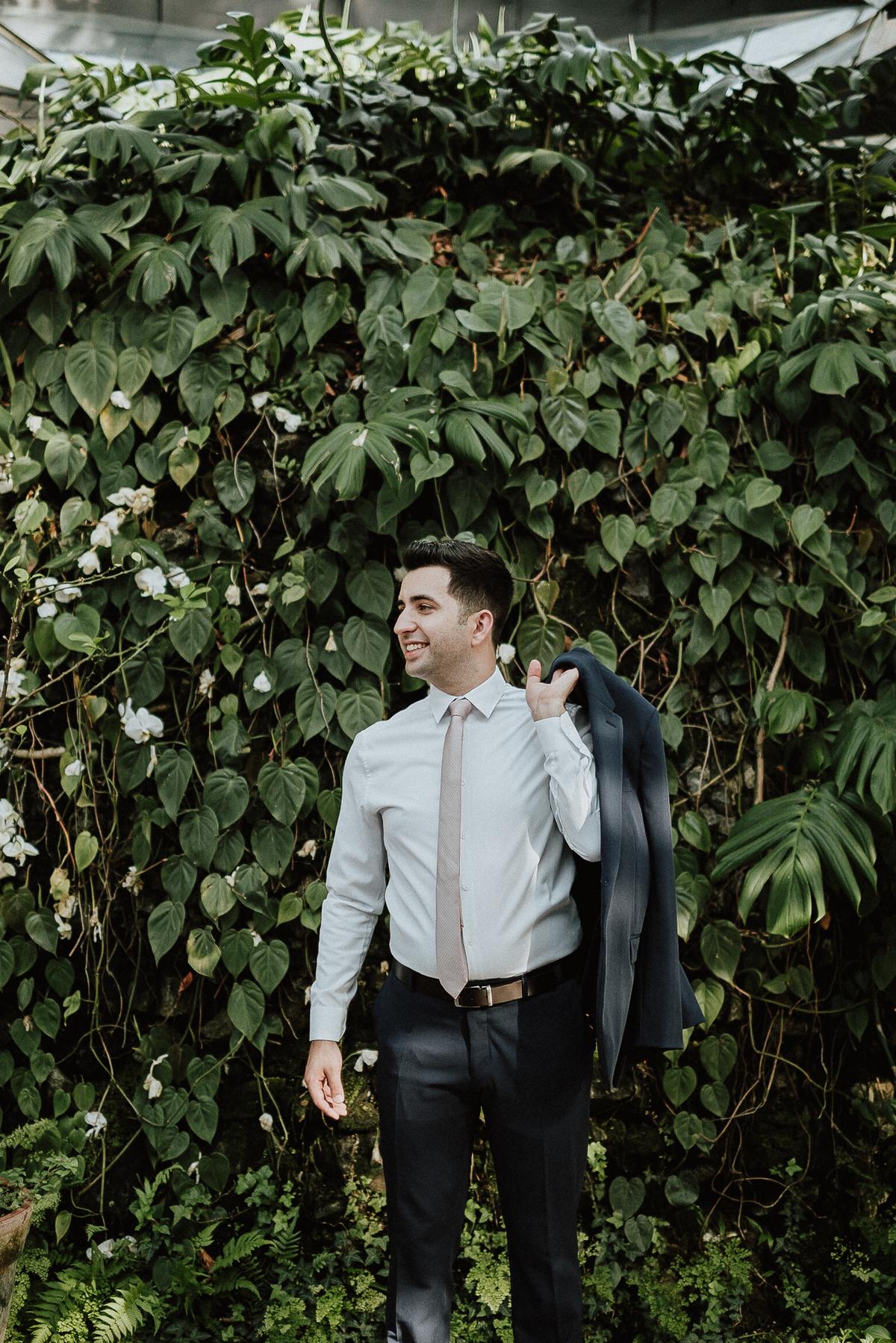 making of do noivo fotografos de casamento noivo com o pai dia do noivo casamentos de dia ao ar livre fotos reacao do noivo