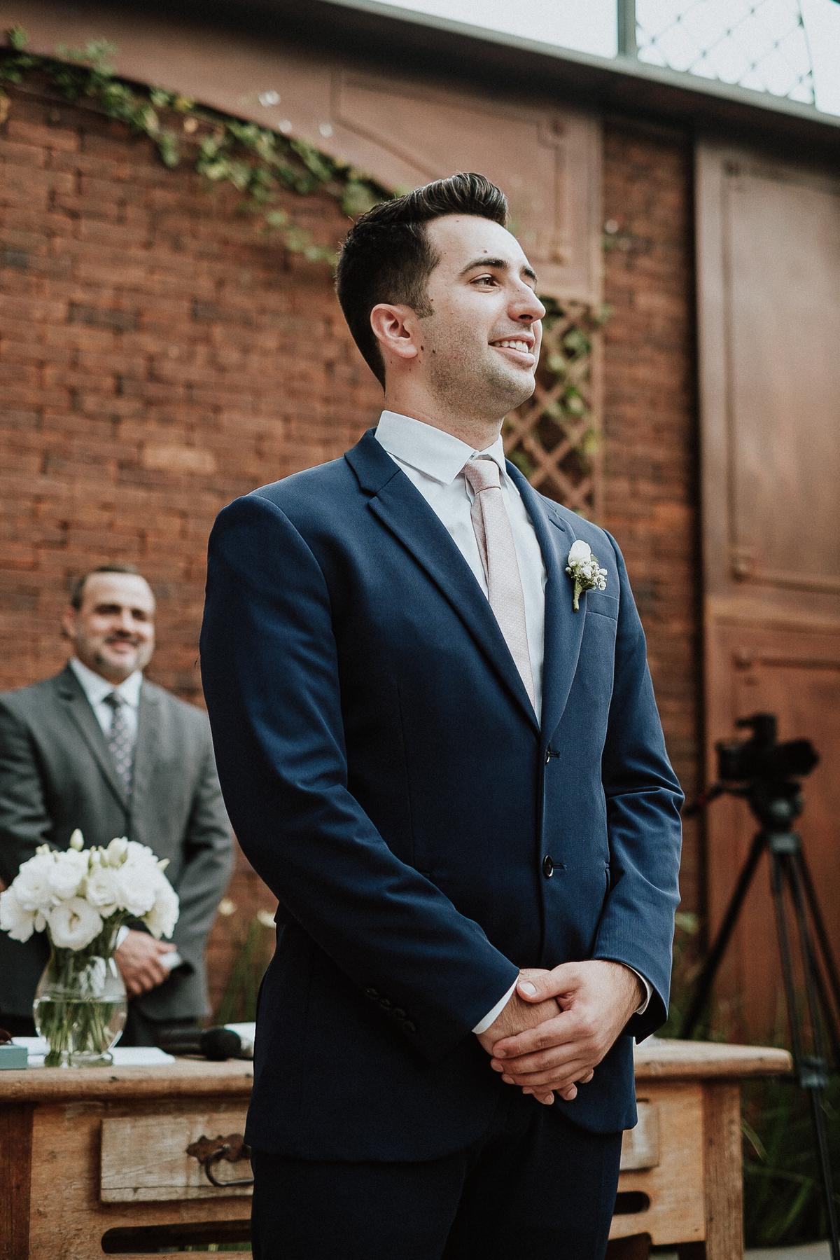 casamento de dia ao ar livre elopement wedding mini casamento fotografos de casamento  entrada do noivo fotos por caio henrique  reacao do noivo