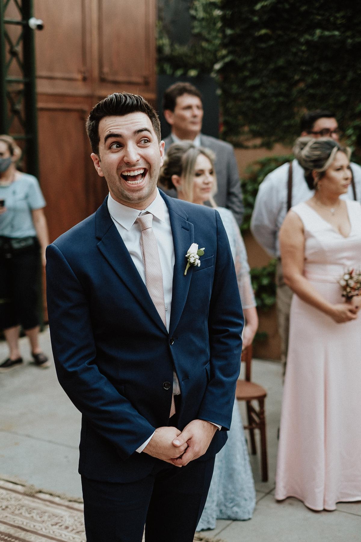 reacao do noivo elopement wedding casamento de dia fotos por caio henrique entrada da noiva com o pai