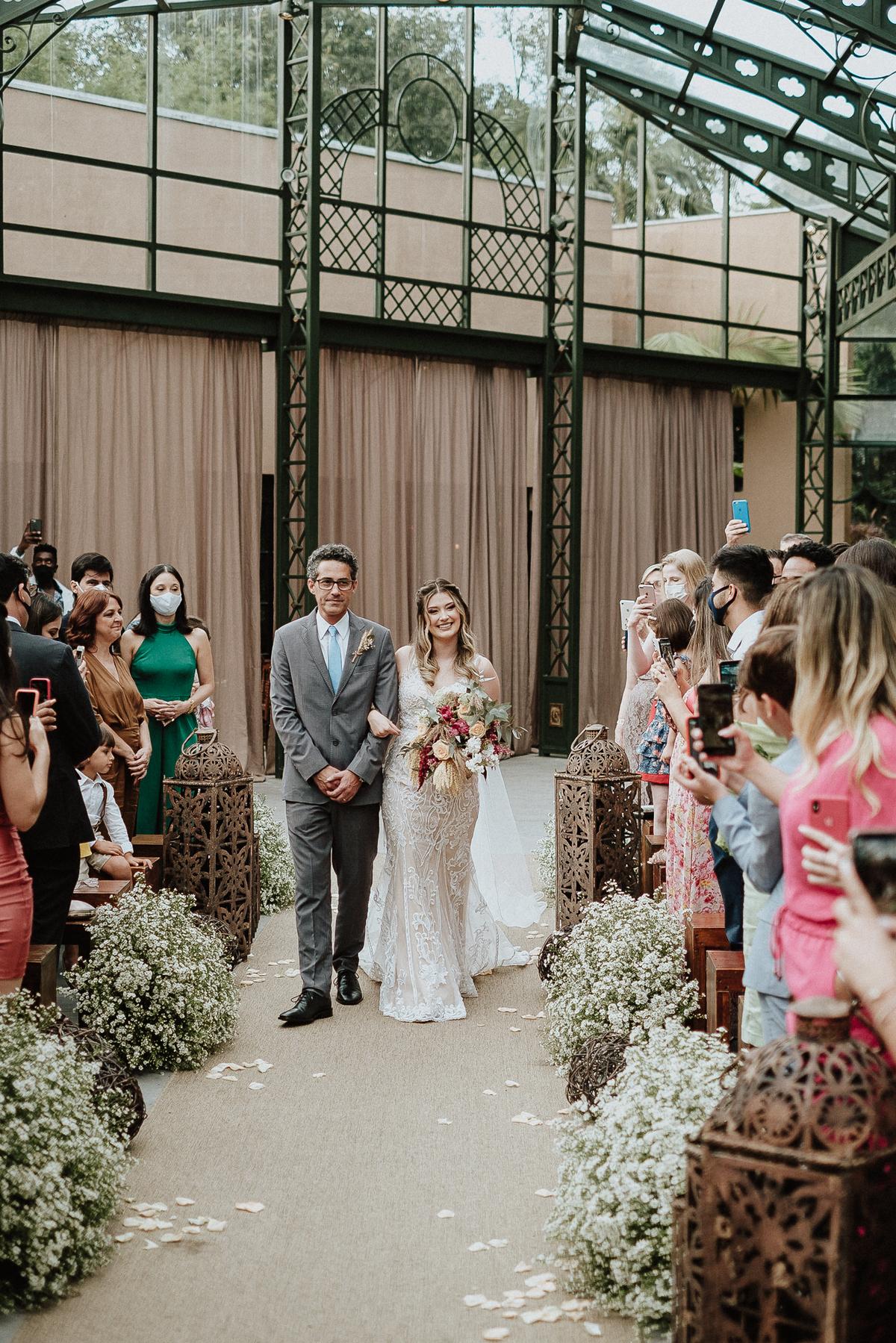 entrada da noiva com o pai casamento ao ar livre fotos por caio henrique