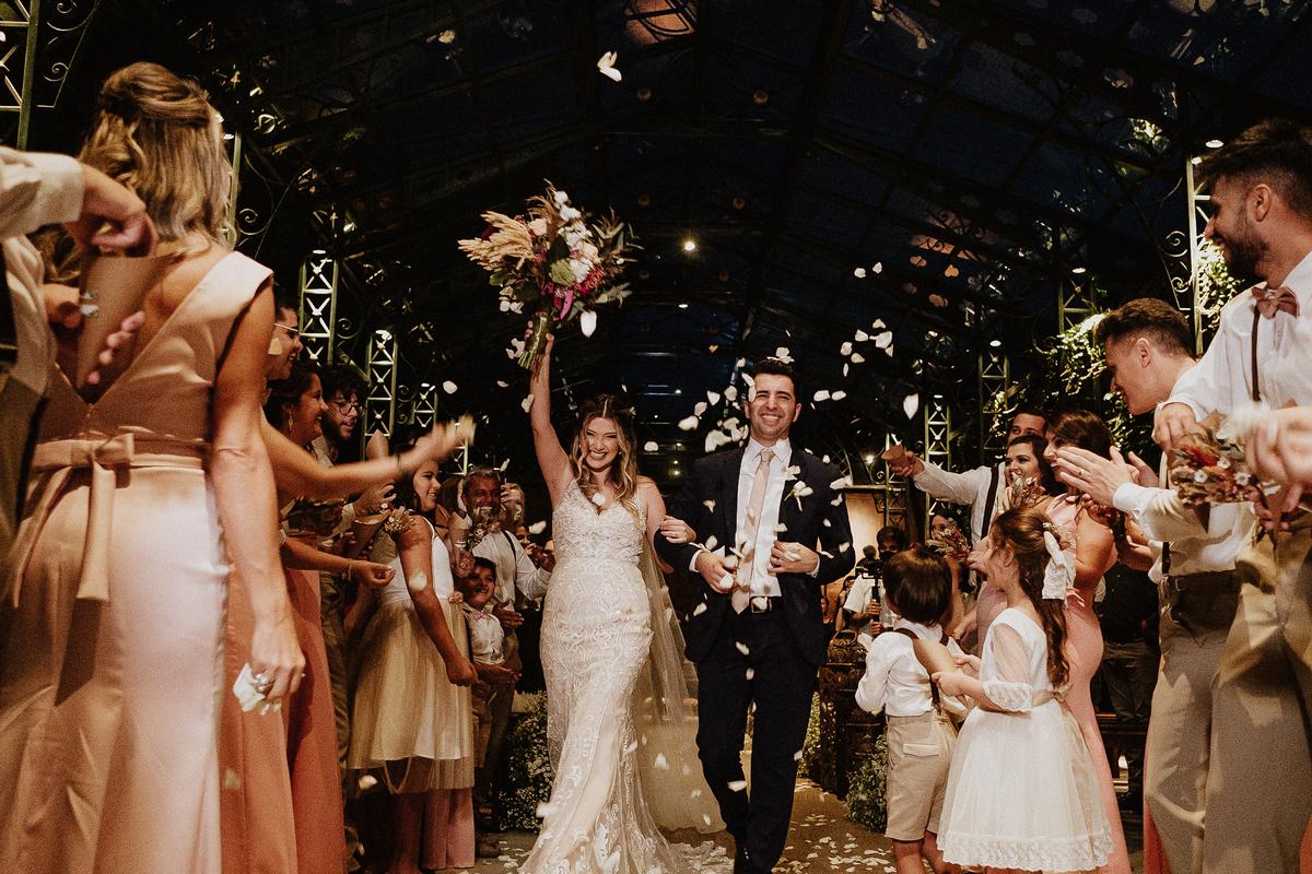 Bencao dos pais casamentos no campo fotos por caio henrique sitio sao jorge saida dos noivos sorrindo