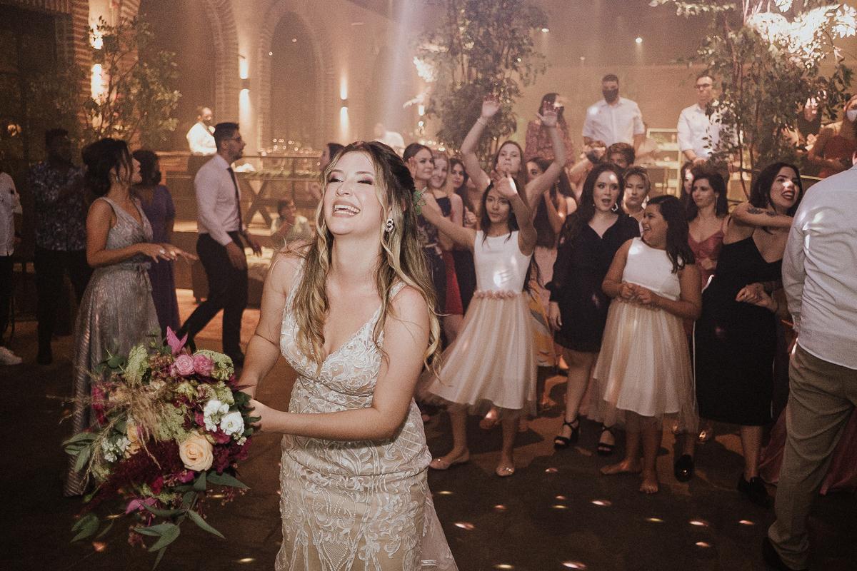 balada de casamento fotografia de casamento sitio sao jorge  hora da gravata  festa de casamento buque de noiva