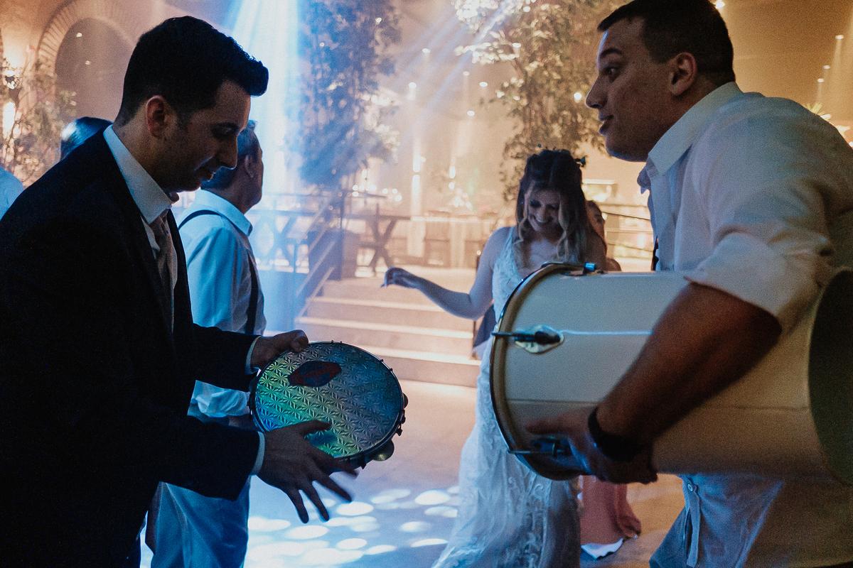 balada de casamento fotografia de casamento sitio sao jorge  hora da gravata  festa de casamento samba