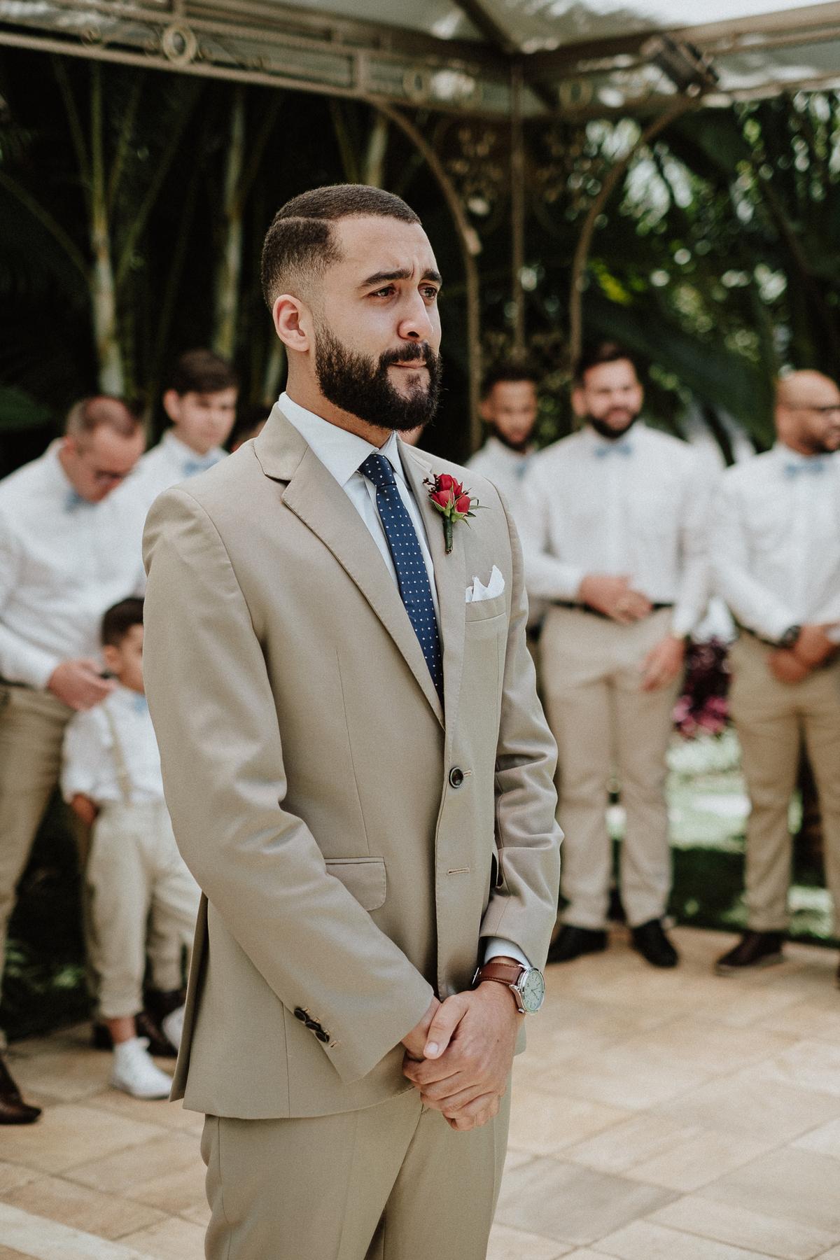reacao do noivo cerimonia de dia casamentos em mairipora vestido de noiva fotografia de casamento noiva com os pais