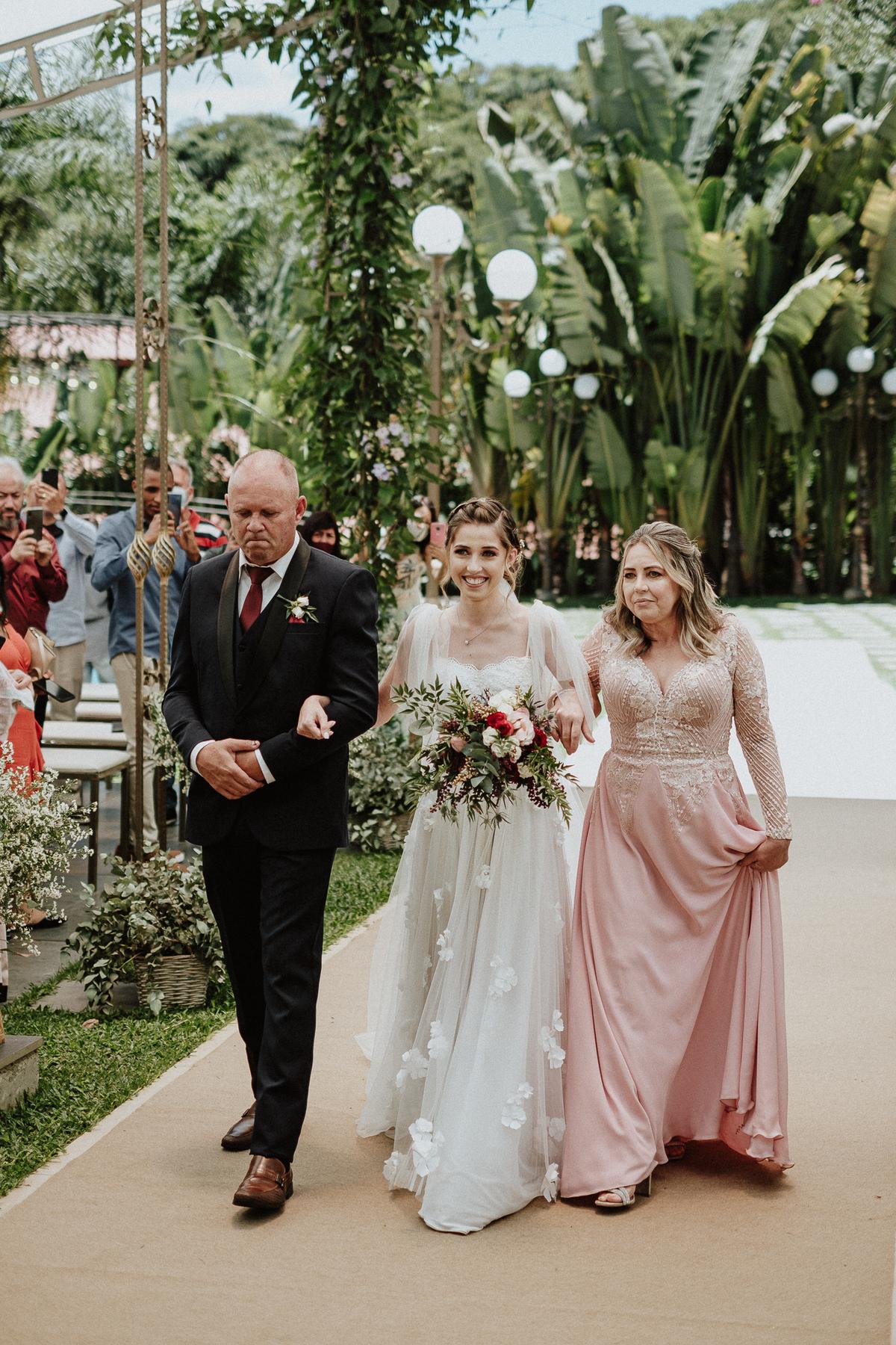 reacao do noivo cerimonia de dia casamentos em mairipora vestido de noiva fotografia de casamento noiva com os pais elopement wedding