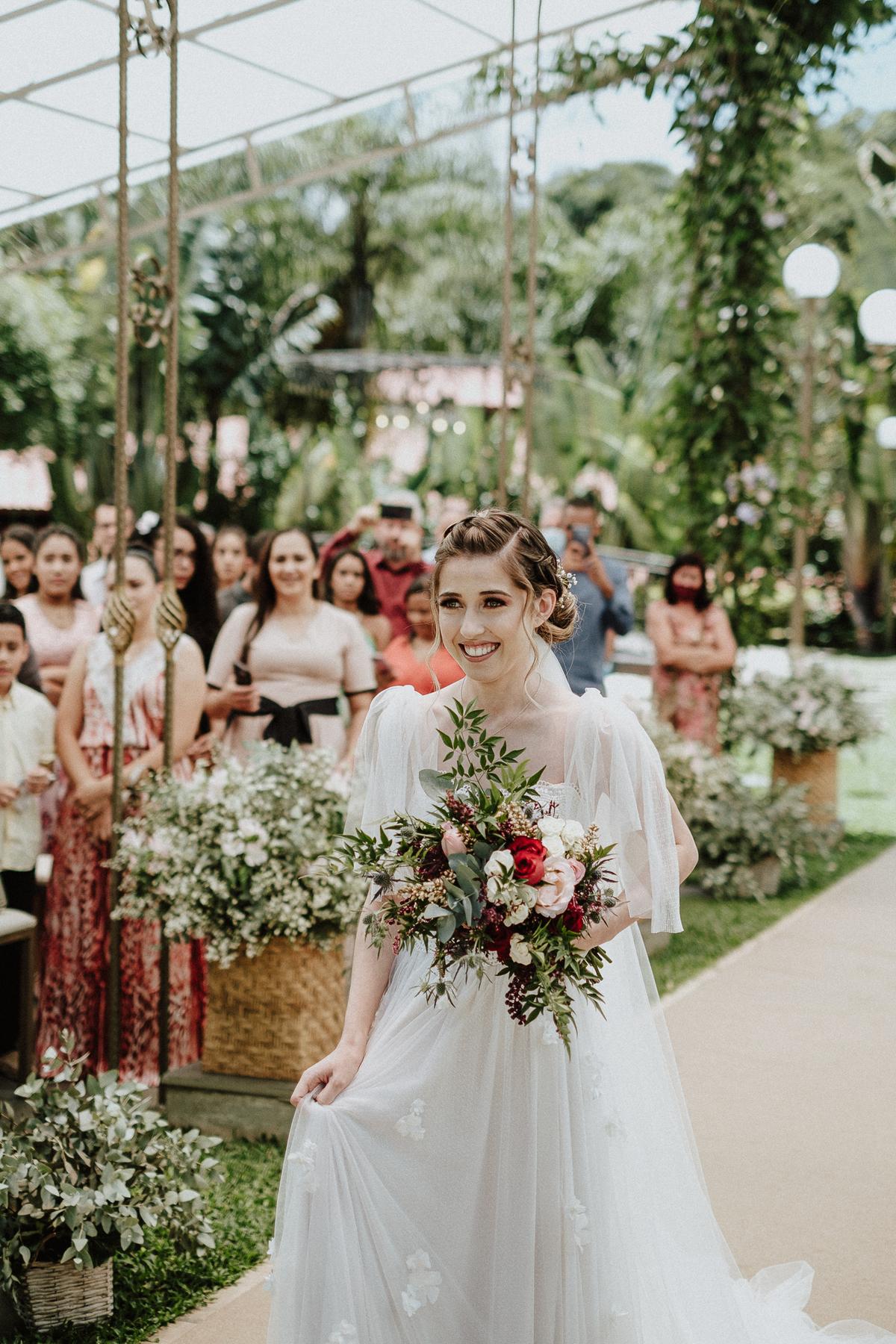 reacao do noivo cerimonia de dia casamentos em mairipora vestido de noiva fotografia de casamento noiva com os pais elopement wedding  vestido de noiva