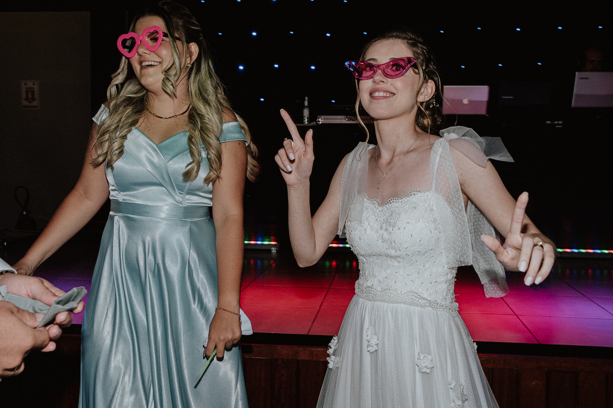 balada de casamento noiva com a madrinha fotografos de casamento