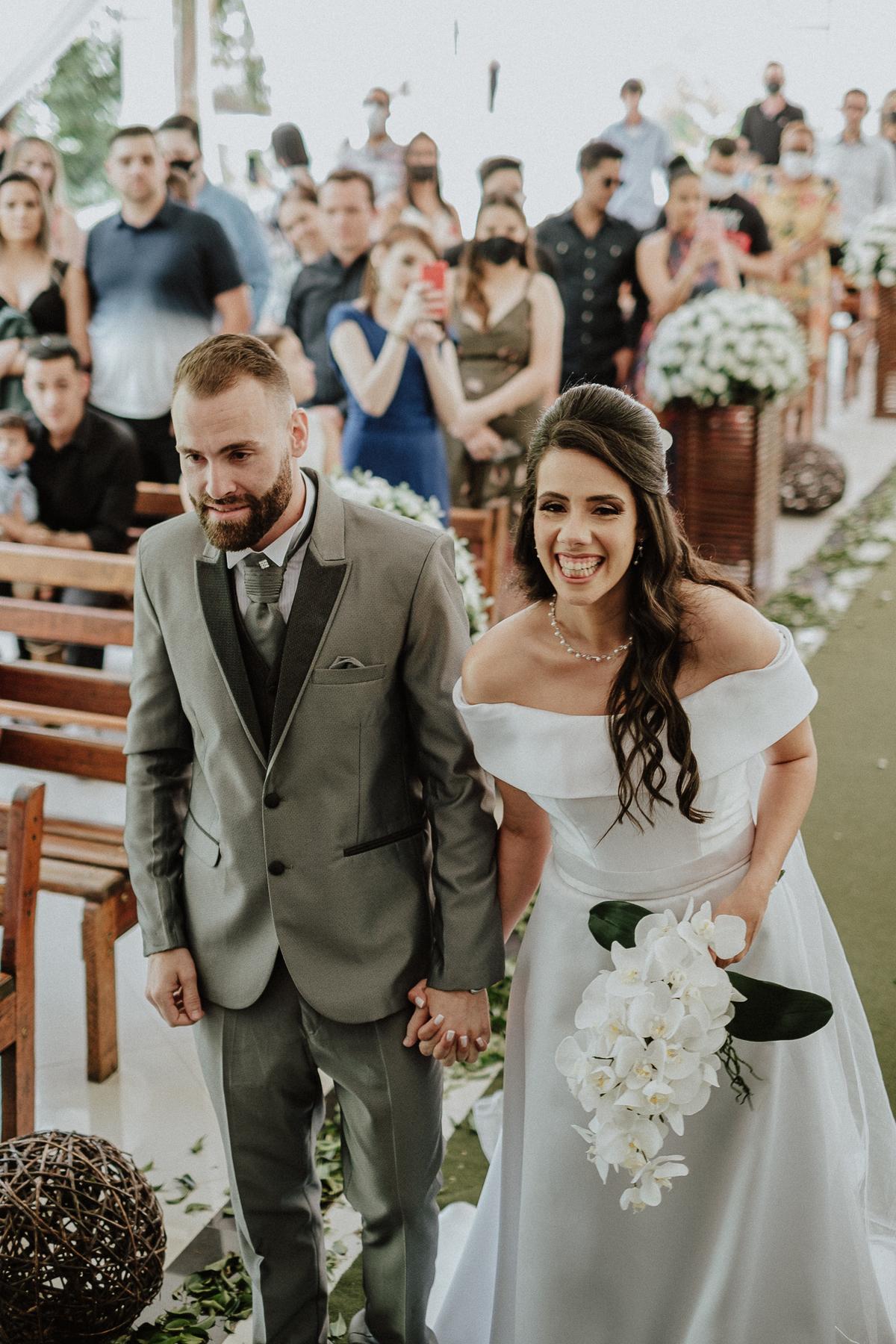 entrada da noiva casamentos de dia fotografia de casamento fotos por caio henrique entrada da noiva mini wedding noivos sorrindo