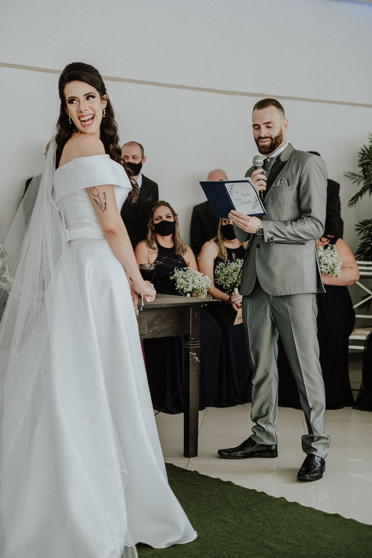 entrada da noiva casamentos de dia fotografia de casamento fotos por caio henrique entrada da noiva mini wedding noivos sorrindo votos do casal
