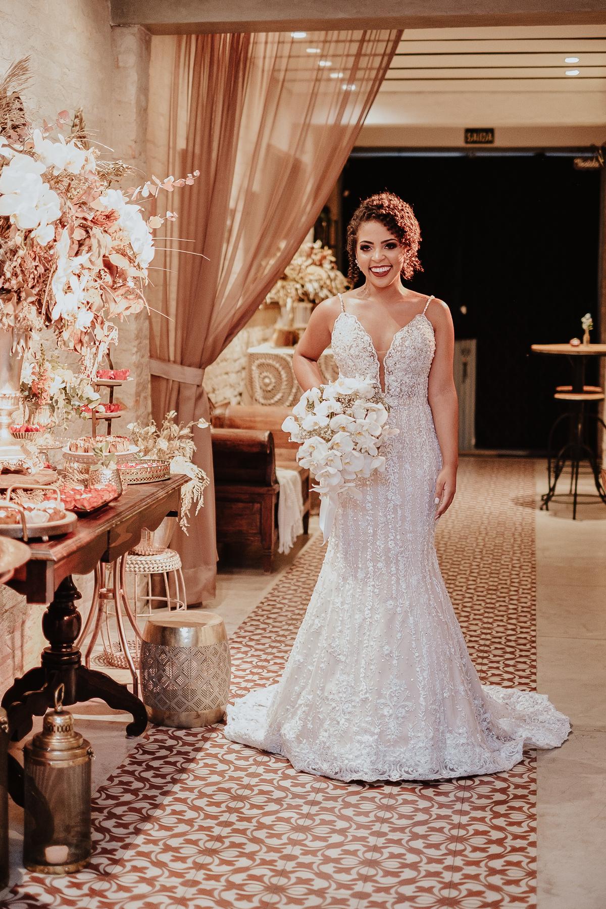 casamentos boho chic intimista na casa quena entrada da noiva vestido de noiva fotografia de casamento por caio henrique